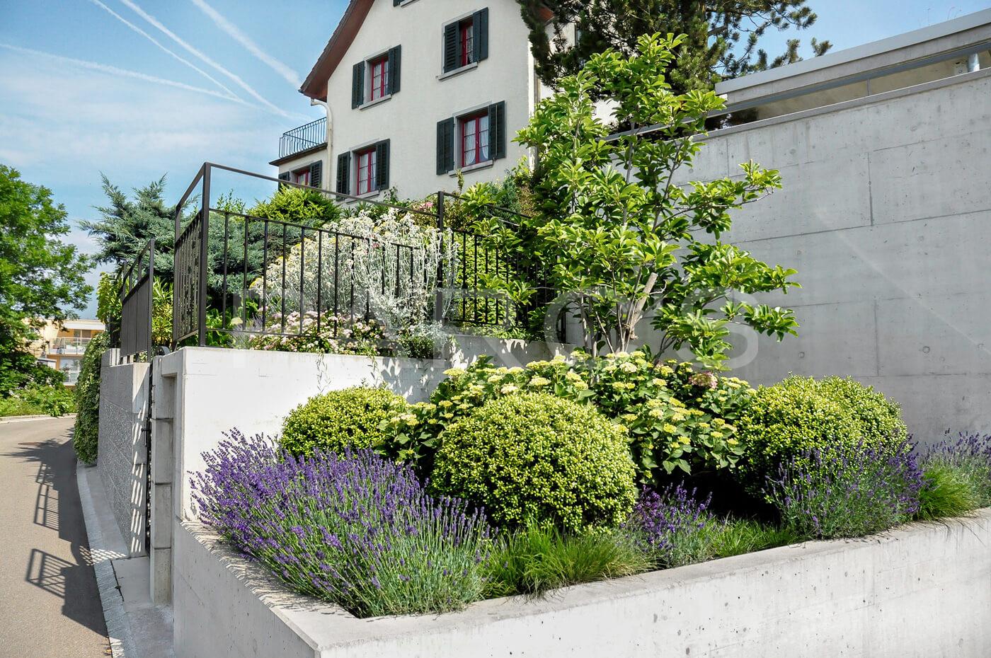natursteinmauern im garten natursteinmauer im garten. Black Bedroom Furniture Sets. Home Design Ideas