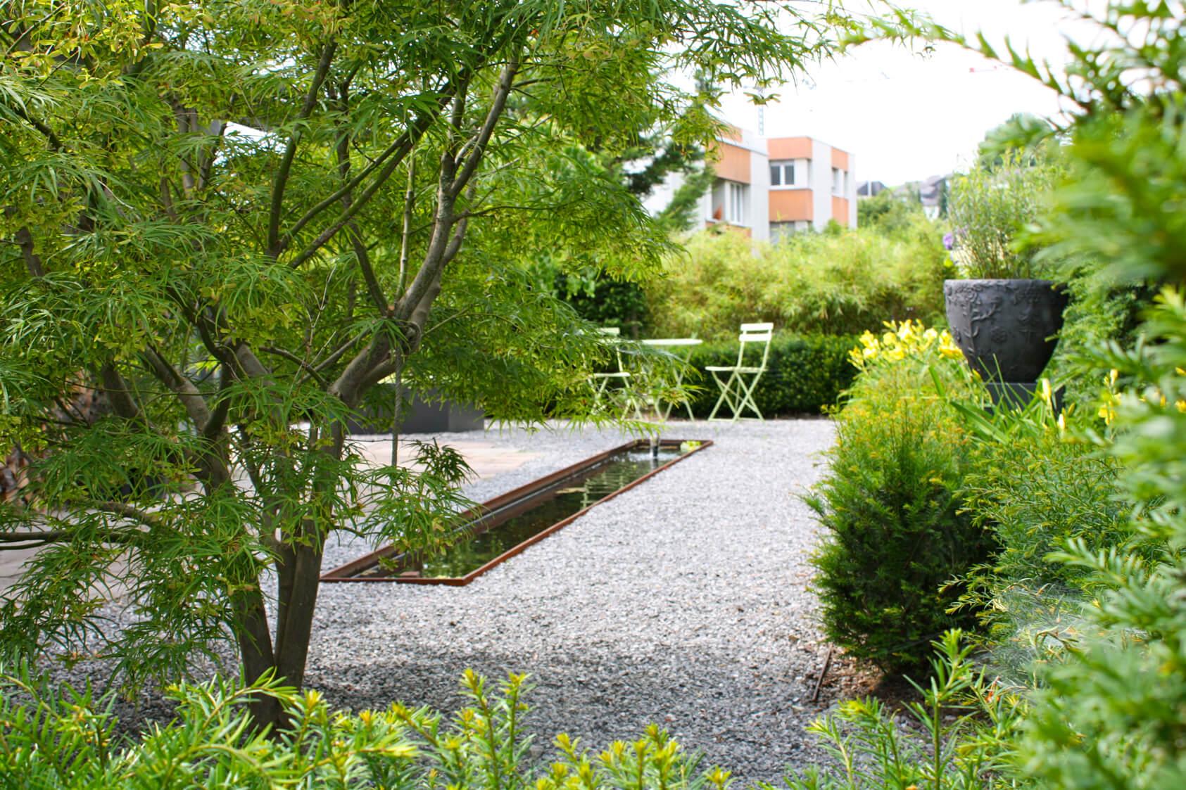 Ein Pflegeleichter Garten : Pflegeleichter Garten mit Brunnen Zürich  Gartengestaltung