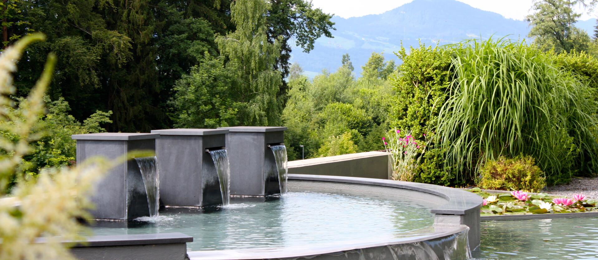 Privatgarten-mit-Wasserspiel