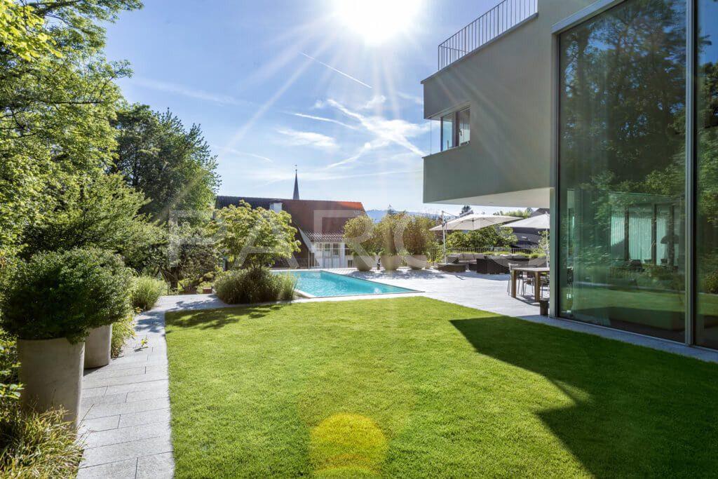 Garten-mit-Swimming-Pool-6