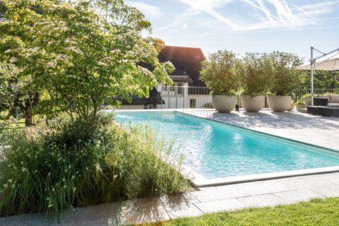 Garten-mit-Swimming-Pool-titel