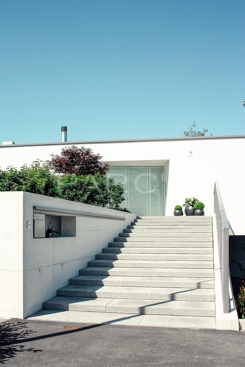 Referenz privatgarten mit brunnen gartengestaltung for Gartengestaltung zwei ebenen