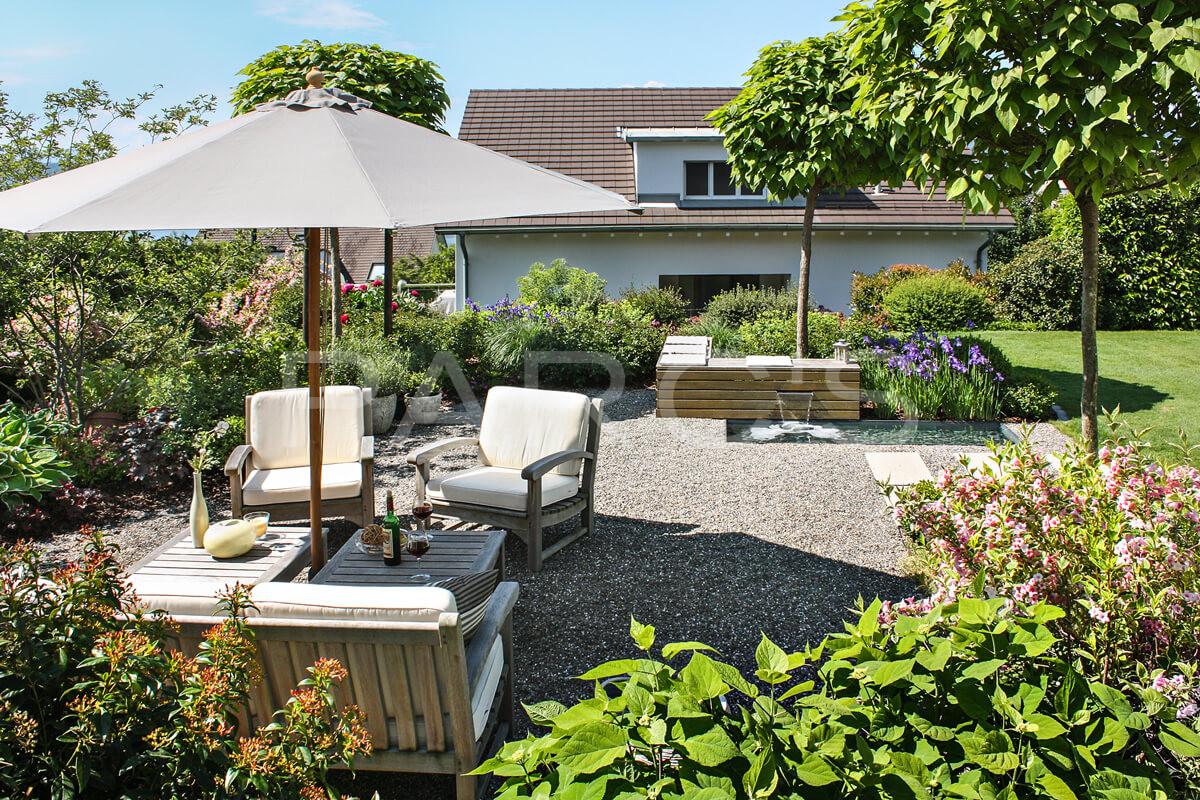 referenz sitzplatz zum wohlf hlen parc 39 s gartengestaltung. Black Bedroom Furniture Sets. Home Design Ideas