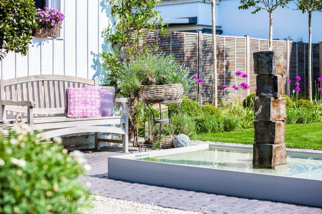 belgisch-eglischer Gartenstil Gartengestaltung Brunnen Wasserspiel