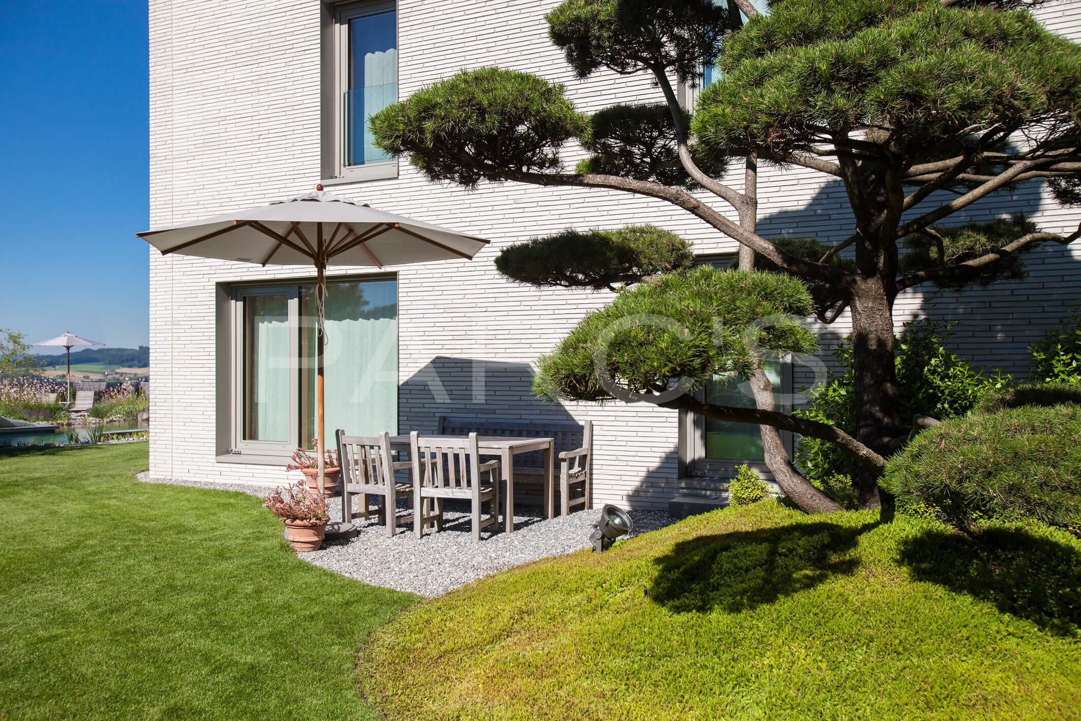 Grossz gige gartenanlage mit schwimmteich gartengestaltung for Gartengestaltung villa