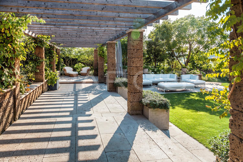 Spiel mit licht und schatten im garten gartengestaltung - Gartengestaltung pergola ...