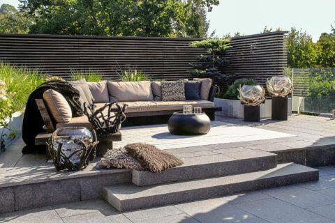 Beliebteste-Referenzgaerten-Wohnliche-Terrassengestaltung-1