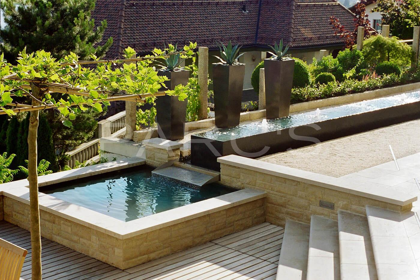 Beruhigendes Ambiente durch Wasserbecken - Gartengestaltung.ch