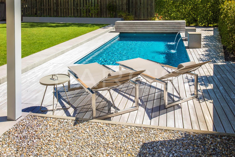 garten mit biologischem swimming pool parc 39 s. Black Bedroom Furniture Sets. Home Design Ideas