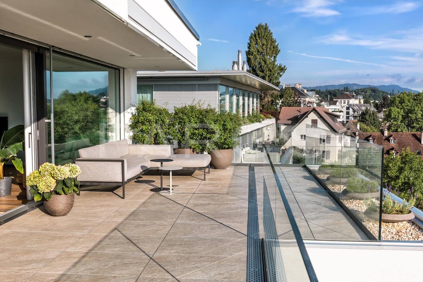 terrasse mit seesicht parc 39 s gartengestaltung gmbh. Black Bedroom Furniture Sets. Home Design Ideas