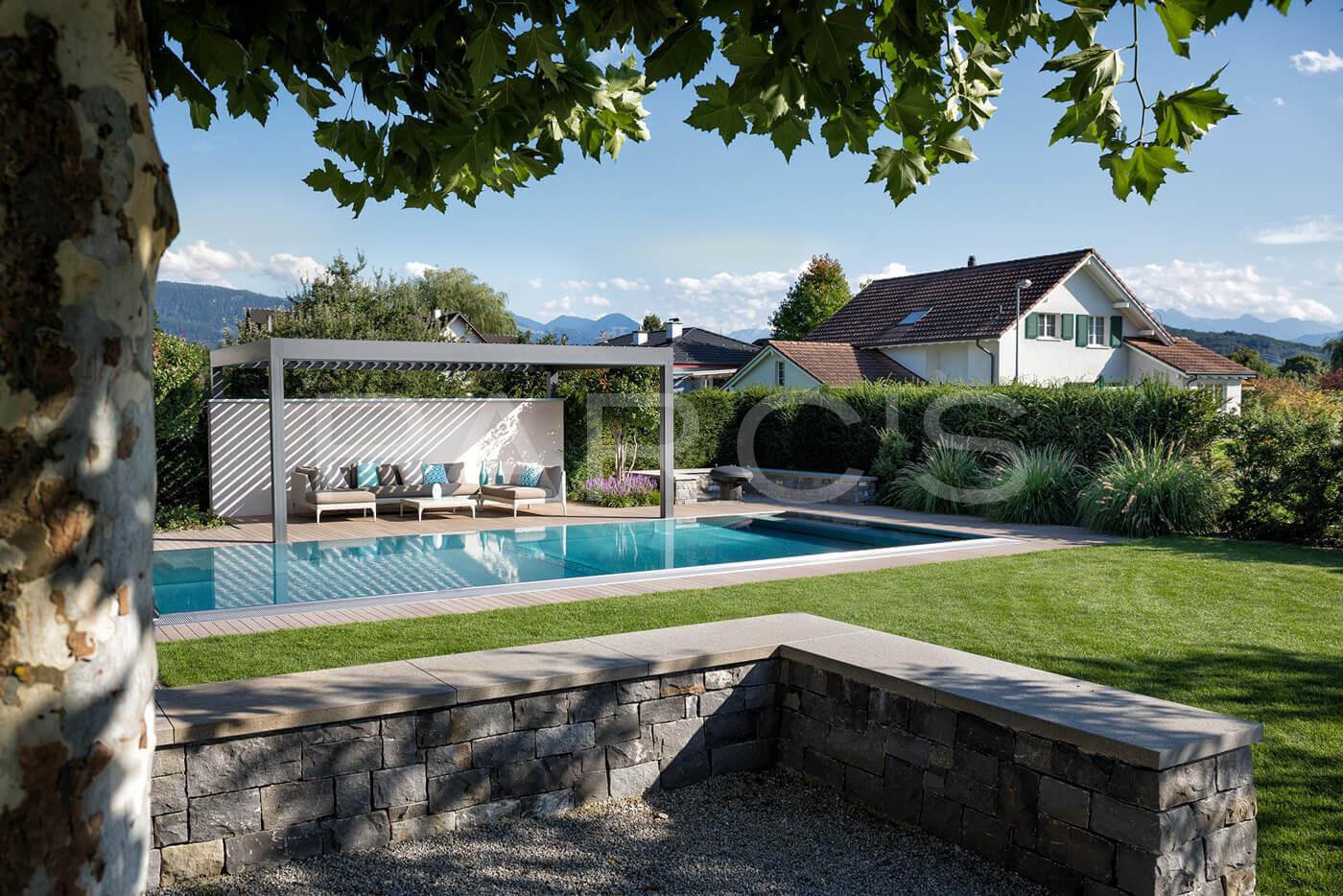 Wohnlicher garten mit pool parc 39 s gartengestaltung for Garten pool 8 eckig