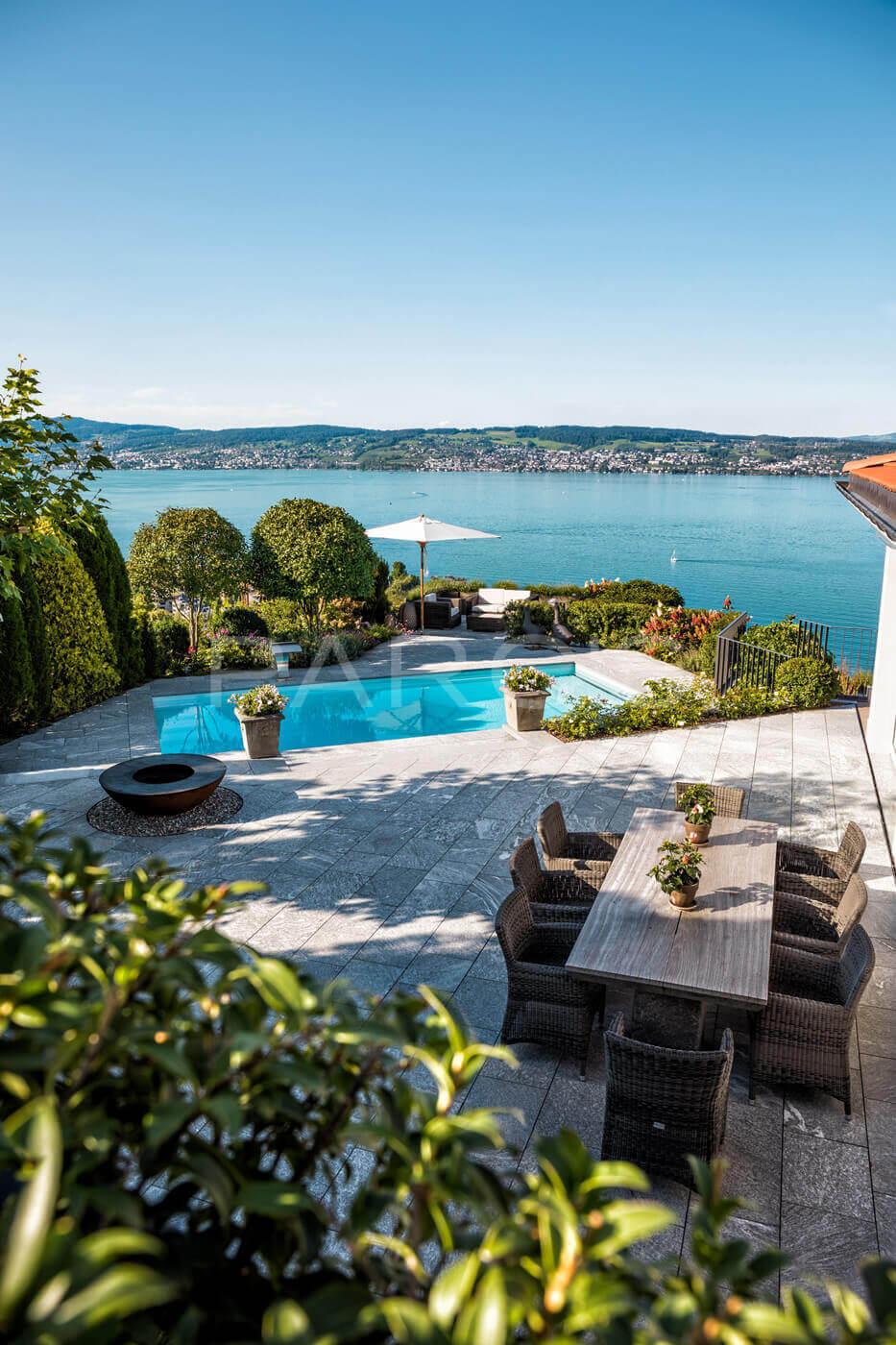 Garten Mit Pool Und Seesicht 1