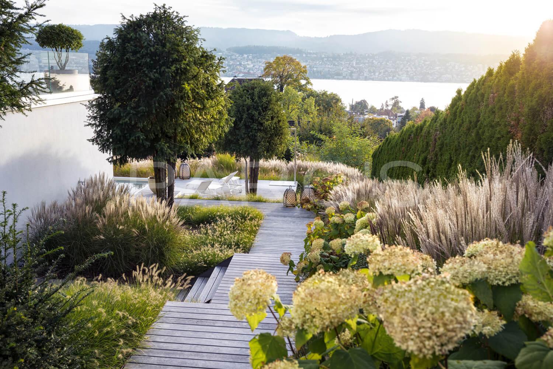 Villengarten mit ppiger bepflanzung parc 39 s gartengestaltung for Gartengestaltung mit buchs und hortensien