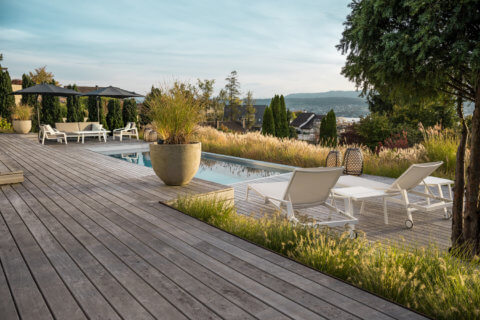 villengarten mit ppiger bepflanzung parc 39 s gartengestaltung. Black Bedroom Furniture Sets. Home Design Ideas