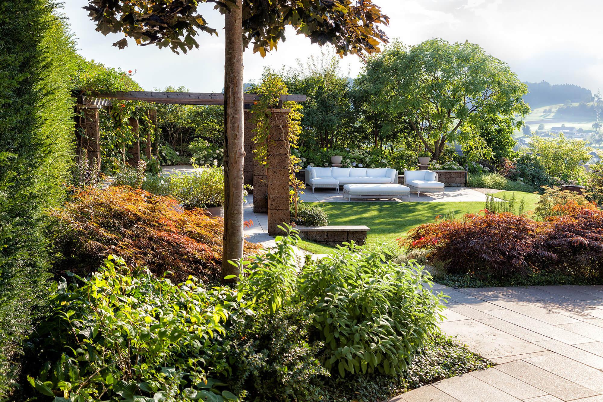 G rten des jahres 2018 parc 39 s gartengestaltung mit zwei for Gartengestaltung mit buchs und hortensien