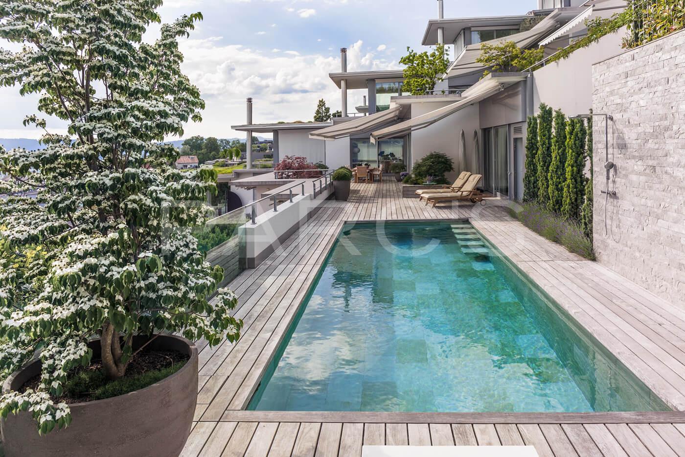 terrasse mit pool parc 39 s gartengestaltung gmbh. Black Bedroom Furniture Sets. Home Design Ideas